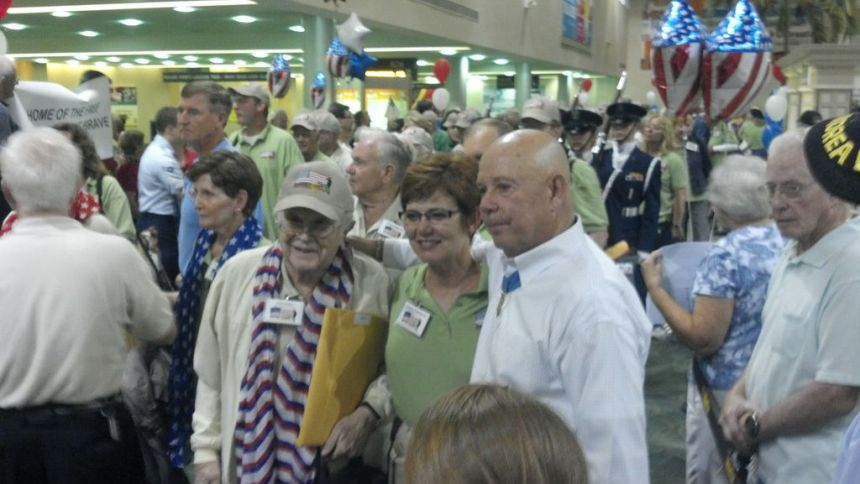 Welcoming Home the Honor Flight
